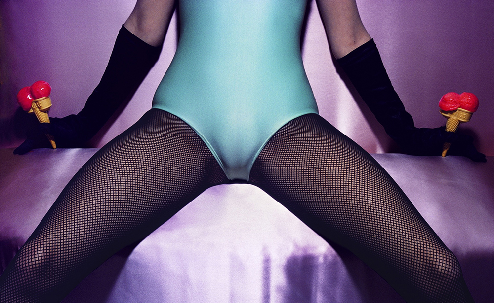 Copyright The Guy Bourdin Estate 2016 / Courtesy of Louise Alexander Gallery (www.louise-alexander.com).
